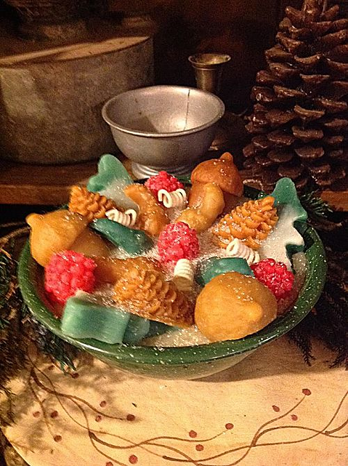 Strawberry Spruce Candle Green Graniteware Bowl-